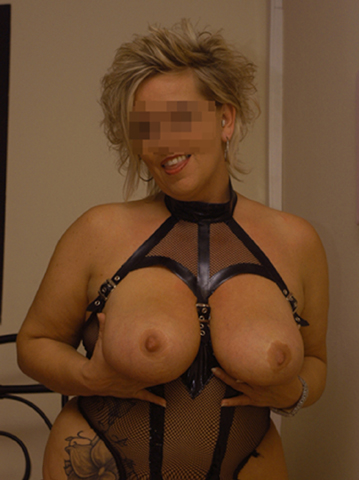 escort-gina-berlin